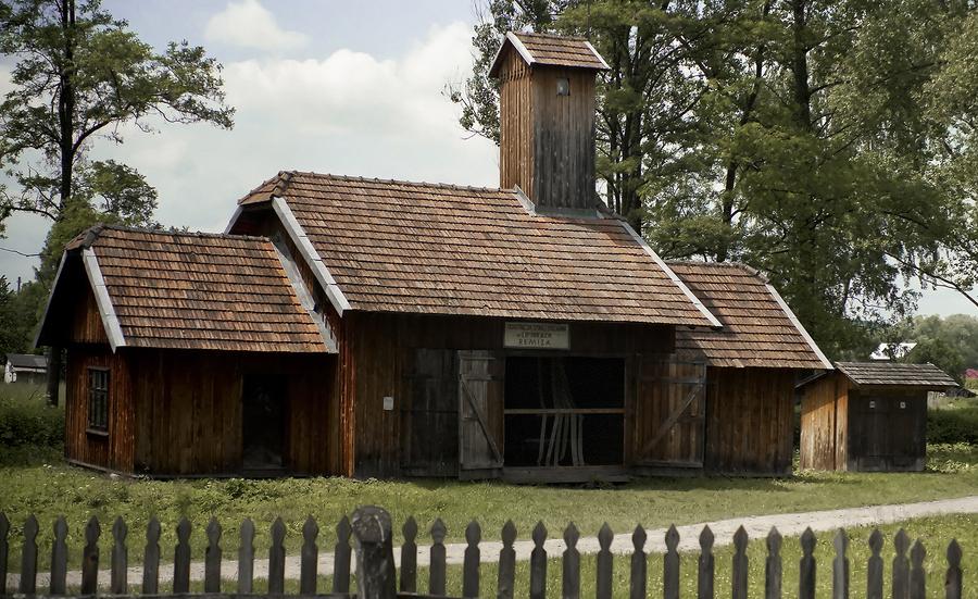 Inwestowanie w stare domy może przynieść zysk  Domy z drewna