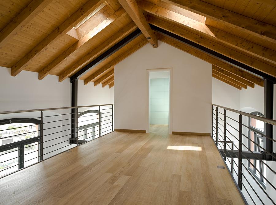 drewniany sufit domy z drewna